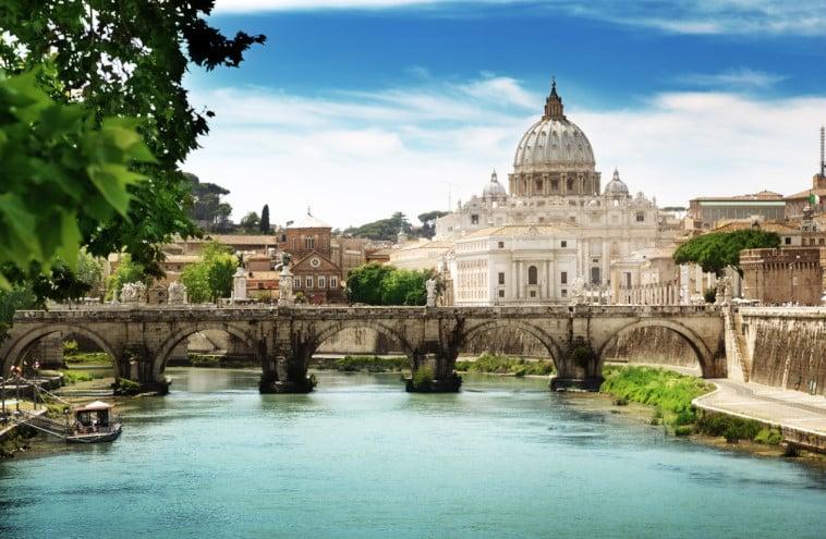 Vatikan Şehri'nin Tiber Nehri'nden Görünümü