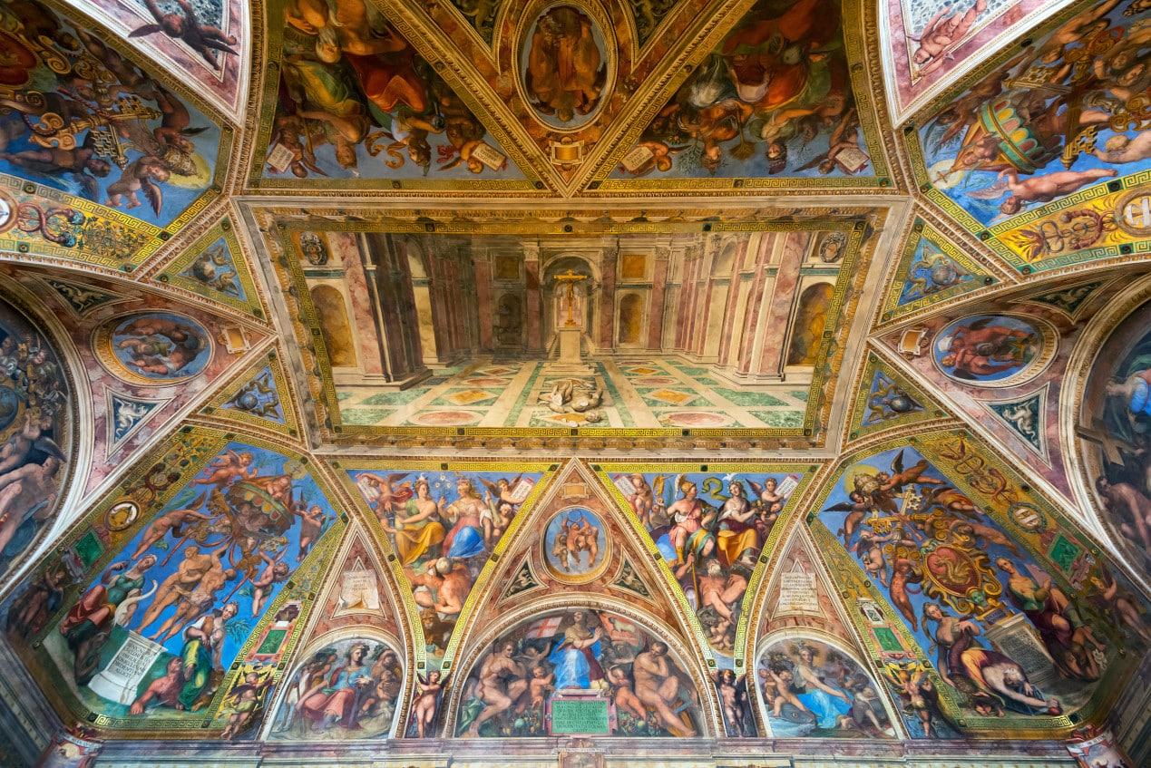 Konstantin Salonu'nun muhteşem tavan süslemeleri - Raphael Odaları