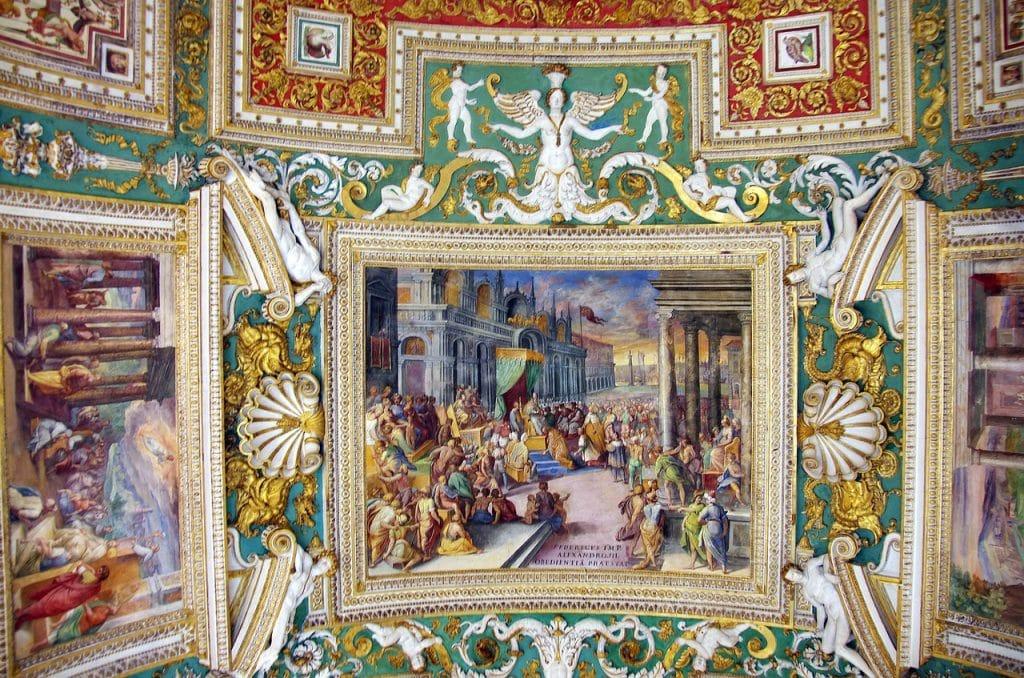 Vatikan Müzesi Haritalar Galerisi'ndeki tavan süslemeleri
