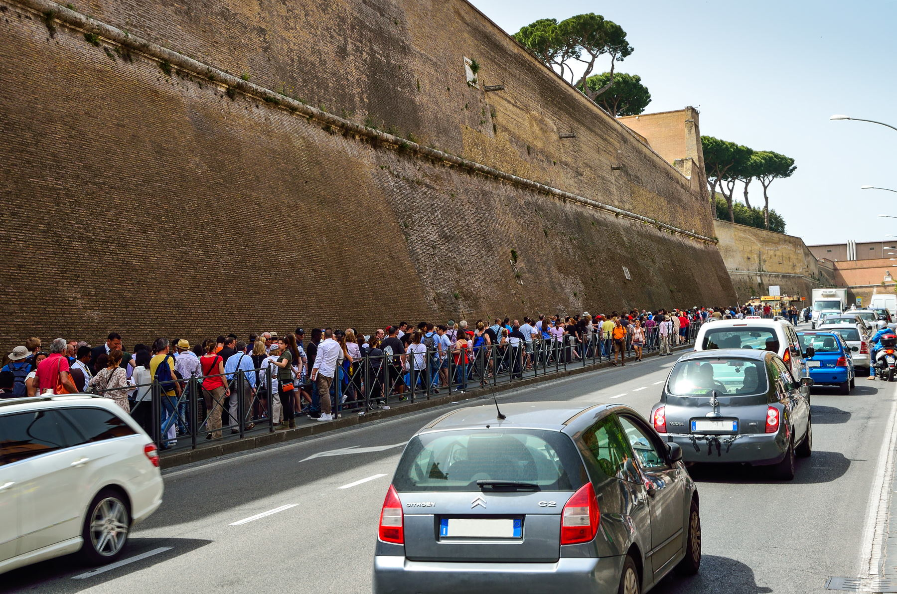 Vatikan Müzesi bilet gişesi kuyruğu